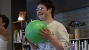 Elise avec un ballon de gym