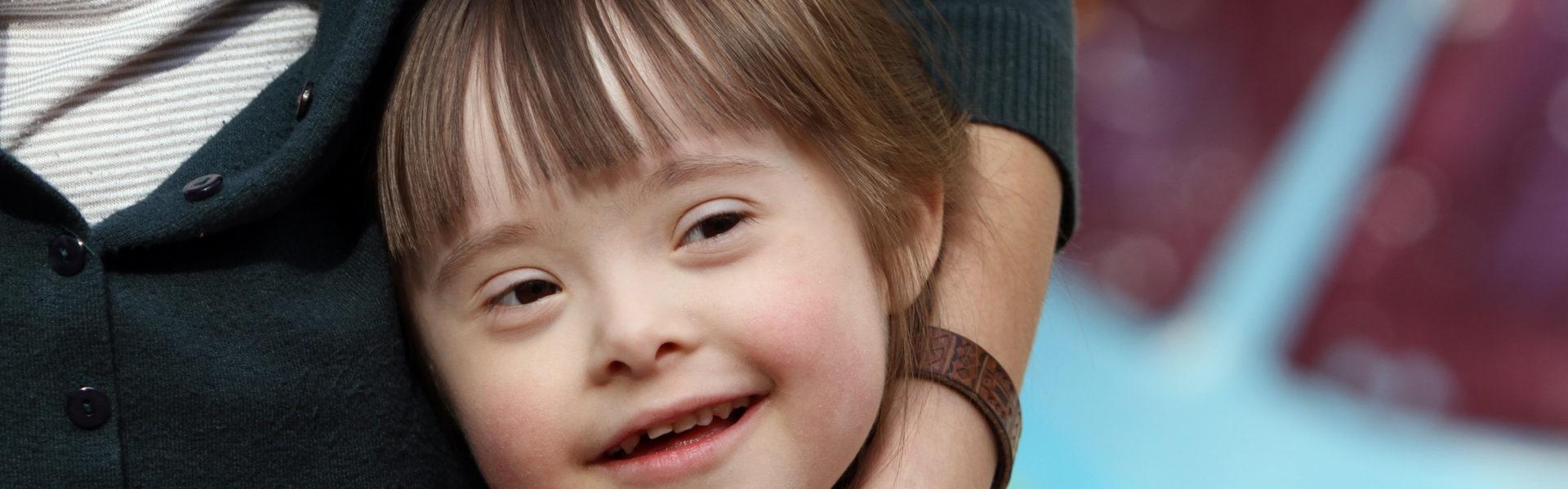 Visage souriant d'une enfant