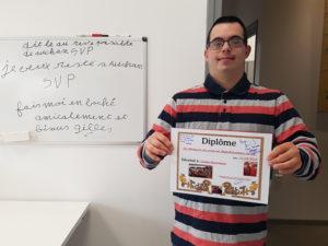 Gilles-Emmanuel heureux et fier de son travail.