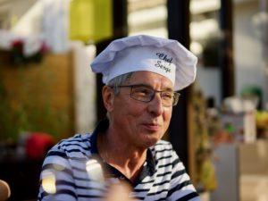 Barbecue chez Serge, animateur des ateliers culinaires