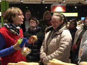 Découverte des fruits et légumes (fruits de saison, fruits exotiques, fruits et légumes des Hauts de France) à Auchan Arras.